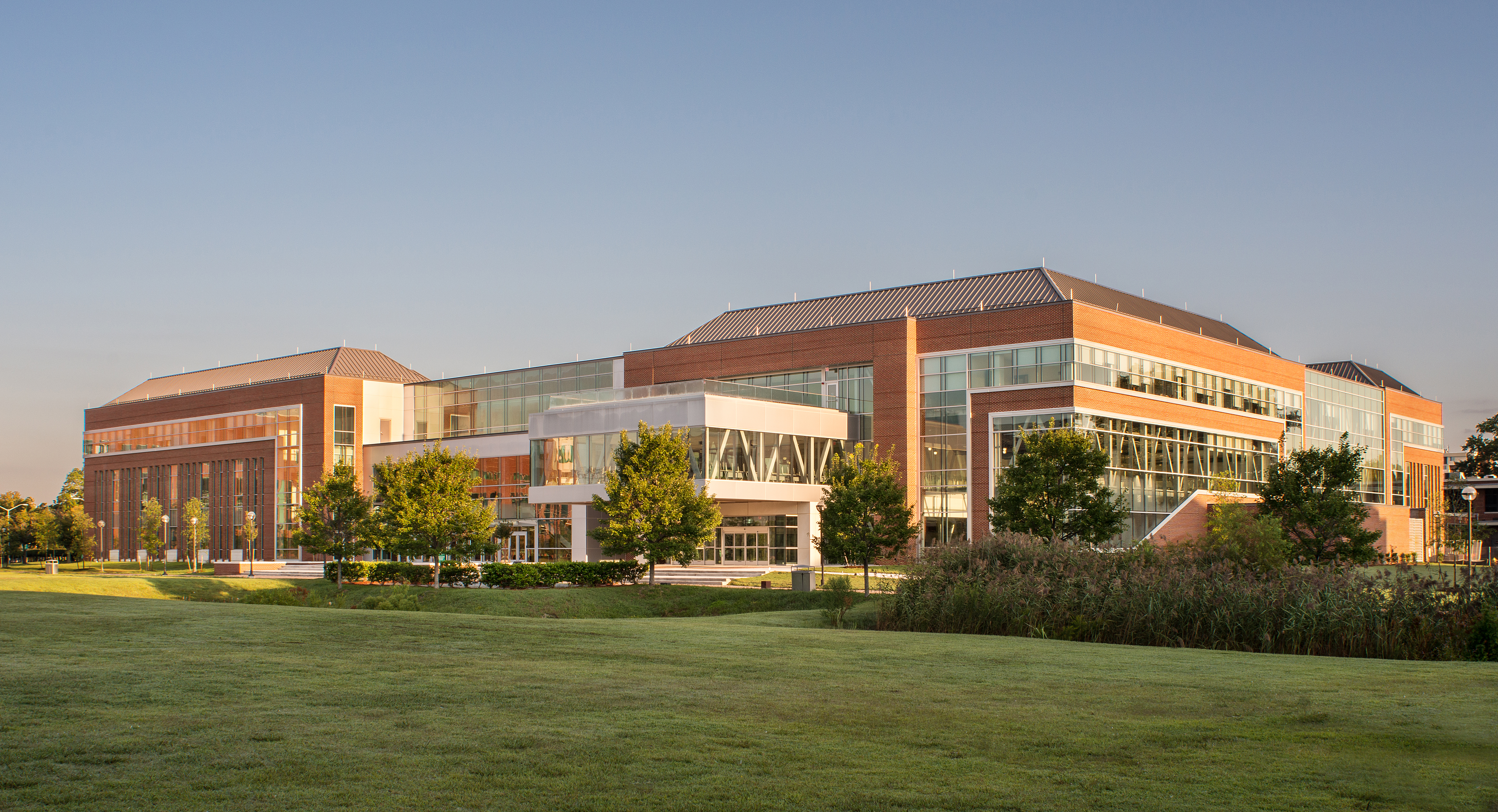 Higher-Education_NSU-Brown-Hall_Exterior_5