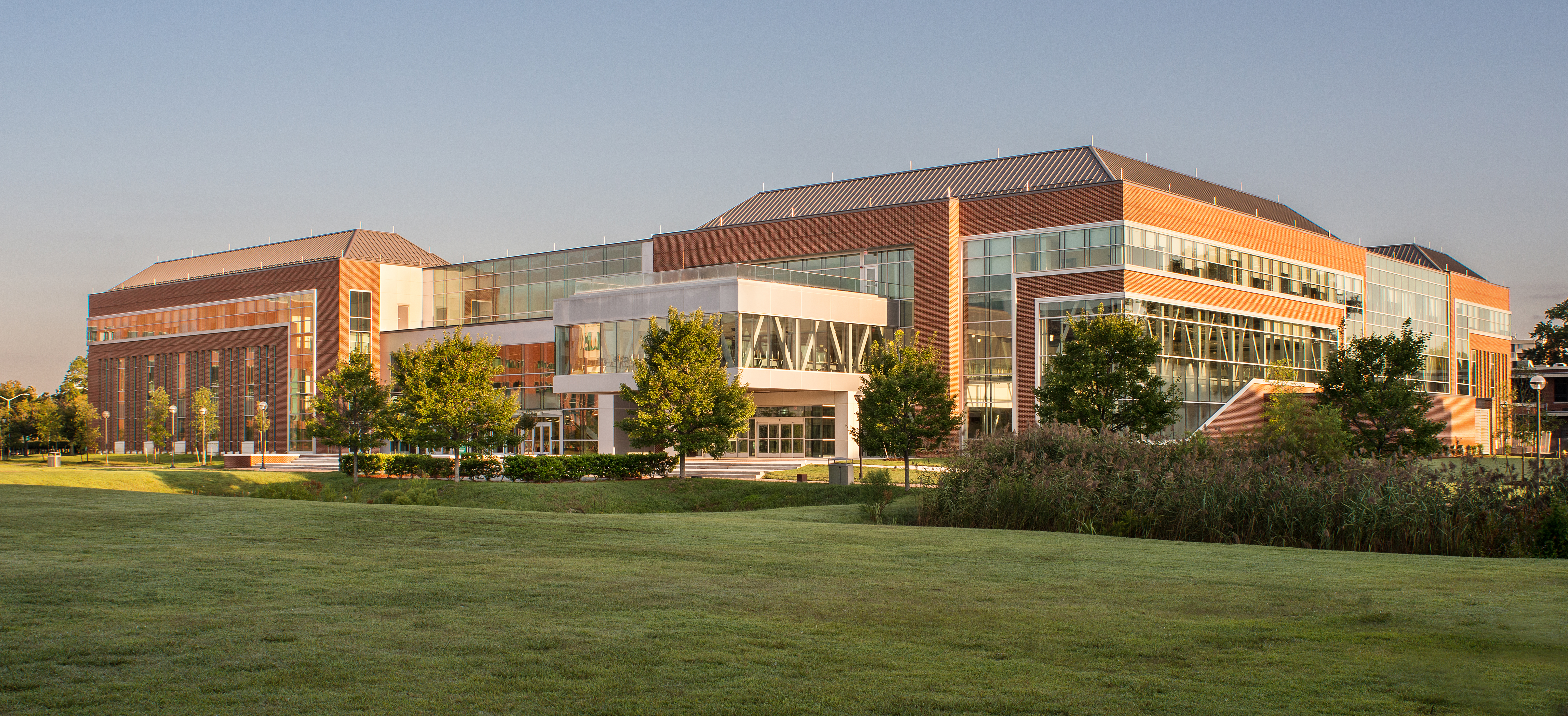 Higher-Education_NSU-Brown-Hall_Exterior_Background